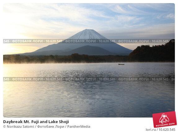 Daybreak Mt. Fuji and Lake Shoji. Стоковое фото, фотограф Norikazu Satomi / PantherMedia / Фотобанк Лори