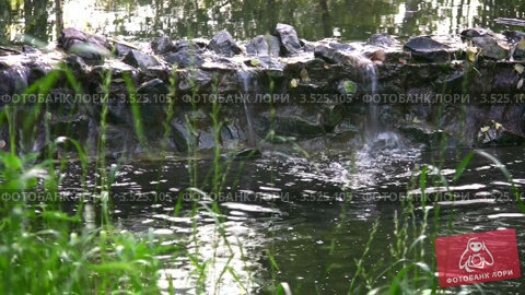 Купить «Декоративный водопад», видеоролик № 3525105, снято 28 июля 2008 г. (c) Losevsky Pavel / Фотобанк Лори