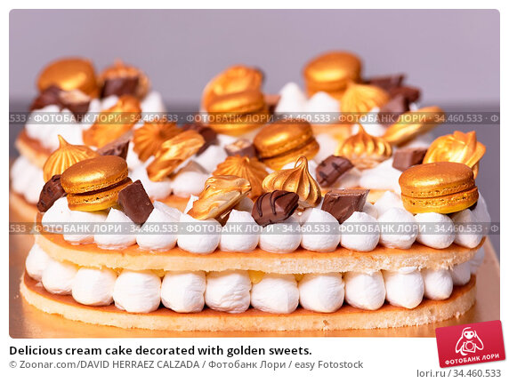 Delicious cream cake decorated with golden sweets. Стоковое фото, фотограф Zoonar.com/DAVID HERRAEZ CALZADA / easy Fotostock / Фотобанк Лори