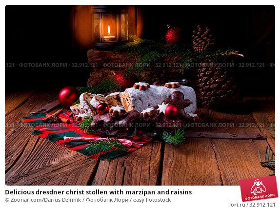 Delicious dresdner christ stollen with marzipan and raisins. Стоковое фото, фотограф Zoonar.com/Darius Dzinnik / easy Fotostock / Фотобанк Лори