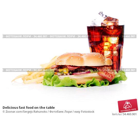Delicious fast food on the table. Стоковое фото, фотограф Zoonar.com/Sergejs Rahunoks / easy Fotostock / Фотобанк Лори