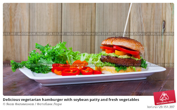 Купить «Delicious vegetarian hamburger with soybean patty and fresh vegetables», фото № 29151397, снято 22 апреля 2019 г. (c) Яков Филимонов / Фотобанк Лори