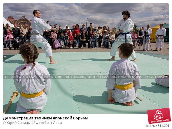 Купить «Демонстрация техники японской борьбы», фото № 311201, снято 31 мая 2008 г. (c) Юрий Синицын / Фотобанк Лори