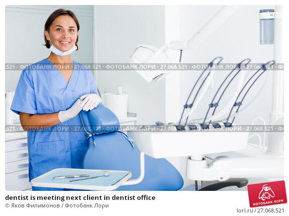 Купить «dentist is meeting next client in dentist office», фото № 27068521, снято 10 июля 2017 г. (c) Яков Филимонов / Фотобанк Лори