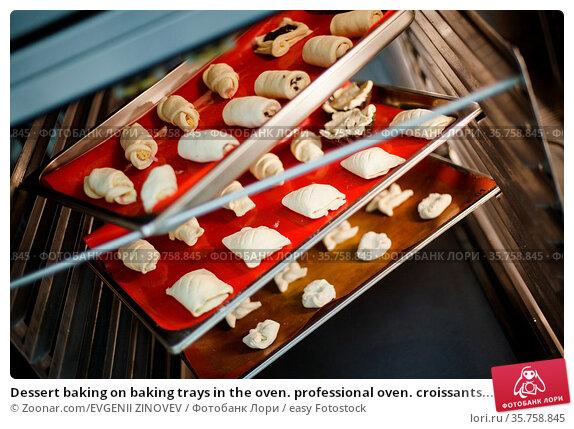 Dessert baking on baking trays in the oven. professional oven. croissants... Стоковое фото, фотограф Zoonar.com/EVGENII ZINOVEV / easy Fotostock / Фотобанк Лори