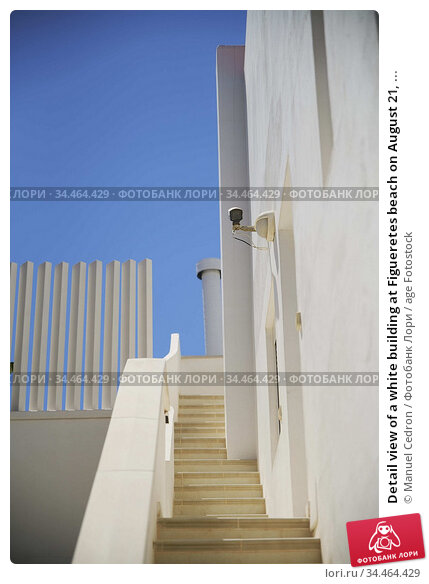 Detail view of a white building at Figueretes beach on August 21, ... Редакционное фото, фотограф Manuel Cedron / age Fotostock / Фотобанк Лори