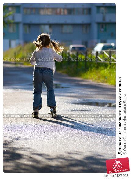 Девочка на самокате в лучах солнца, фото № 127993, снято 24 августа 2007 г. (c) Ольга Сапегина / Фотобанк Лори