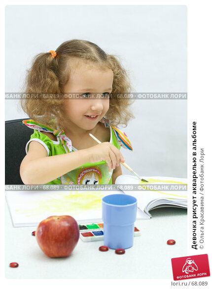Девочка рисует акварелью в альбоме, фото № 68089, снято 28 июля 2007 г. (c) Ольга Красавина / Фотобанк Лори