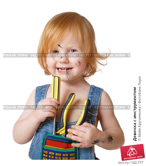 Купить «Девочка с инструментом», фото № 142717, снято 22 октября 2007 г. (c) Майя Крученкова / Фотобанк Лори