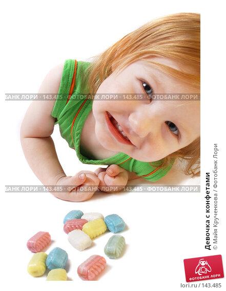 Девочка с конфетами, фото № 143485, снято 23 ноября 2007 г. (c) Майя Крученкова / Фотобанк Лори