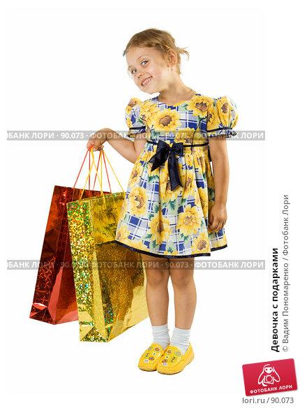 Девочка с подарками, фото № 90073, снято 16 июля 2007 г. (c) Вадим Пономаренко / Фотобанк Лори