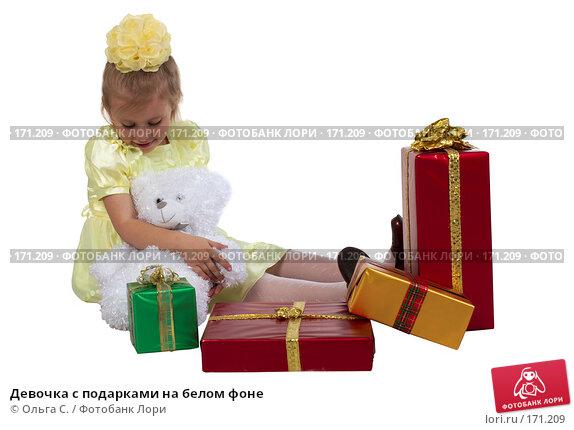 Девочка с подарками на белом фоне, фото № 171209, снято 20 октября 2007 г. (c) Ольга С. / Фотобанк Лори