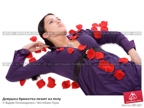 Купить «Девушка брюнетка лежит на полу», фото № 287821, снято 8 мая 2008 г. (c) Вадим Пономаренко / Фотобанк Лори
