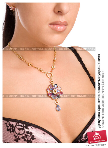 Девушка брюнетка в золотых украшениях, фото № 287817, снято 8 мая 2008 г. (c) Вадим Пономаренко / Фотобанк Лори
