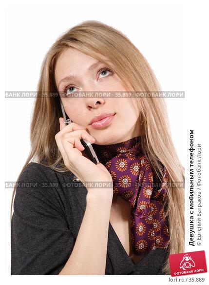 Купить «Девушка c мобильным телефоном», фото № 35889, снято 7 апреля 2007 г. (c) Евгений Батраков / Фотобанк Лори