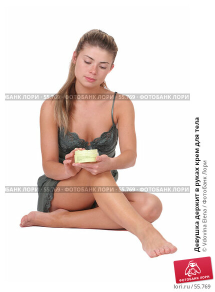 Купить «Девушка держит в руках крем для тела», фото № 55769, снято 12 мая 2007 г. (c) Vdovina Elena / Фотобанк Лори