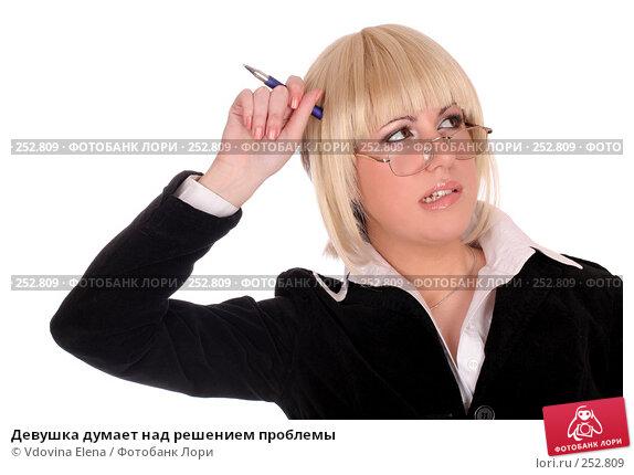 Девушка думает над решением проблемы, фото № 252809, снято 17 января 2008 г. (c) Vdovina Elena / Фотобанк Лори