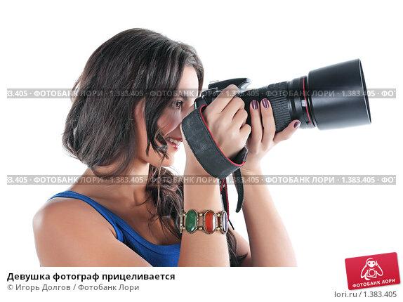 Купить «Девушка фотограф прицеливается», фото № 1383405, снято 21 декабря 2009 г. (c) Игорь Долгов / Фотобанк Лори