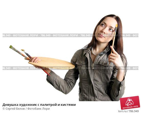 Девушка с палитрой красок фото