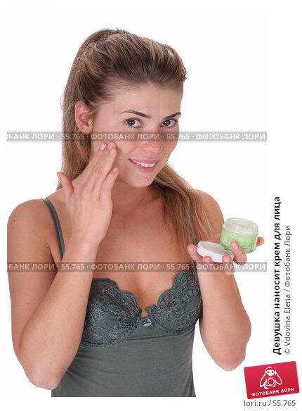 Девушка наносит крем для лица, фото № 55765, снято 12 мая 2007 г. (c) Vdovina Elena / Фотобанк Лори