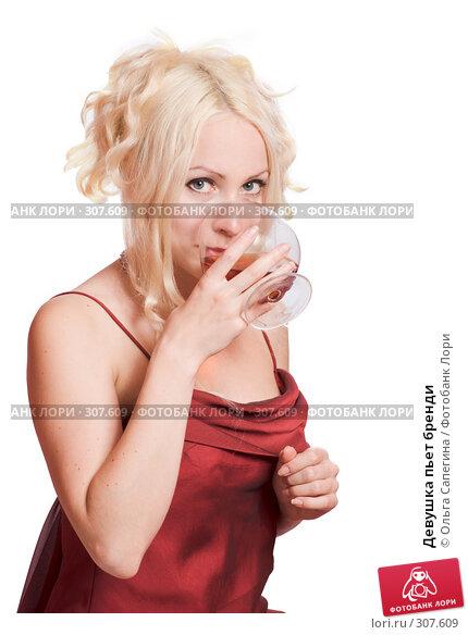 Девушка пьет бренди, фото № 307609, снято 11 мая 2008 г. (c) Ольга Сапегина / Фотобанк Лори