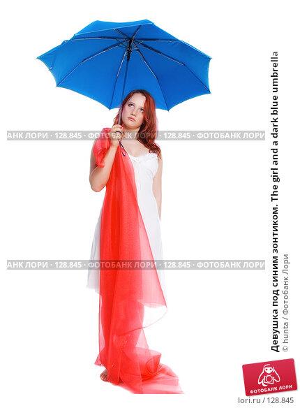 Девушка под синим зонтиком. The girl and a dark blue umbrella, фото № 128845, снято 5 июля 2007 г. (c) hunta / Фотобанк Лори