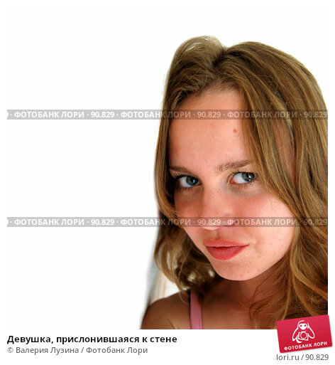 Девушка, прислонившаяся к стене, фото № 90829, снято 31 августа 2007 г. (c) Валерия Потапова / Фотобанк Лори