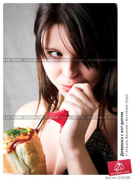 Девушка с хот догом, фото № 214545, снято 6 октября 2007 г. (c) Коваль Василий / Фотобанк Лори