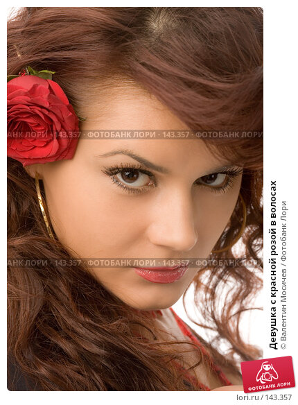 Девушка с красной розой в волосах, фото № 143357, снято 8 декабря 2007 г. (c) Валентин Мосичев / Фотобанк Лори
