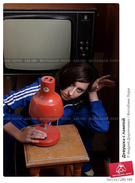 Девушка с лампой, фото № 249189, снято 27 января 2007 г. (c) Андрей Доронченко / Фотобанк Лори