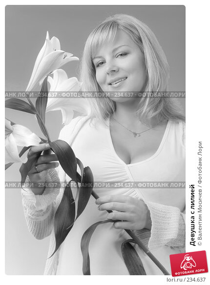 Купить «Девушка с лилией», фото № 234637, снято 24 марта 2018 г. (c) Валентин Мосичев / Фотобанк Лори