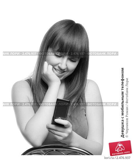 Купить «Девушка с мобильным телефоном», фото № 2476937, снято 22 января 2011 г. (c) Черников Роман / Фотобанк Лори
