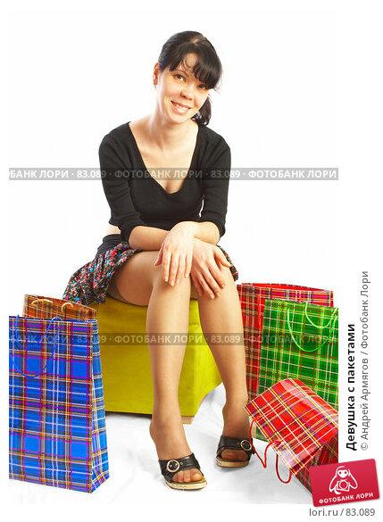 Девушка с пакетами, фото № 83089, снято 14 мая 2007 г. (c) Андрей Армягов / Фотобанк Лори