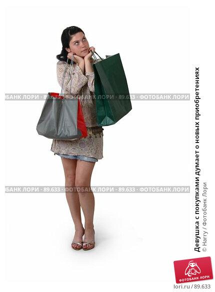 Девушка с покупками думает о новых приобретениях, фото № 89633, снято 22 сентября 2017 г. (c) Harry / Фотобанк Лори