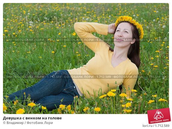 Купить «Девушка с венком на голове», фото № 1712589, снято 18 мая 2010 г. (c) Владимир / Фотобанк Лори