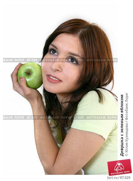 Девушка с зеленым яблоком, фото № 87029, снято 21 сентября 2007 г. (c) Юлия Кузнецова / Фотобанк Лори