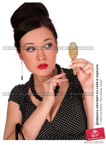 Купить «Девушка смотрит на себя в зеркало», фото № 252901, снято 26 февраля 2008 г. (c) Vdovina Elena / Фотобанк Лори