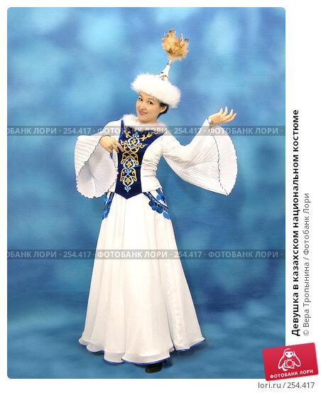 Девушка в казахском национальном костюме, фото № 254417, снято 29 февраля 2008 г. (c) Вера Тропынина / Фотобанк Лори