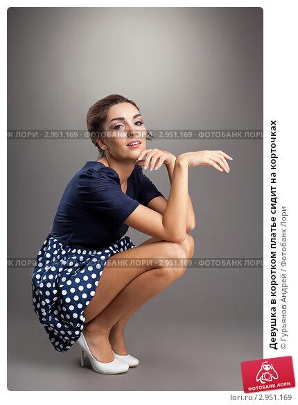 Женщина на корточках видео фото 381-299