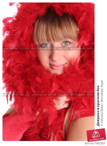 Купить «Девушка в красном боа», фото № 143253, снято 15 ноября 2007 г. (c) Vdovina Elena / Фотобанк Лори