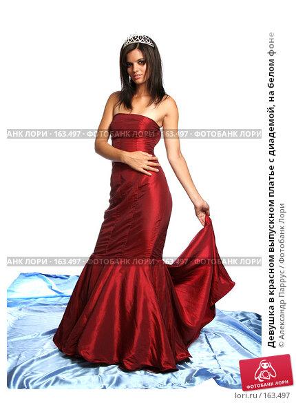 Девушка в красном выпускном платье с диадемой, на белом фоне, фото № 163497, снято 26 июля 2007 г. (c) Александр Паррус / Фотобанк Лори