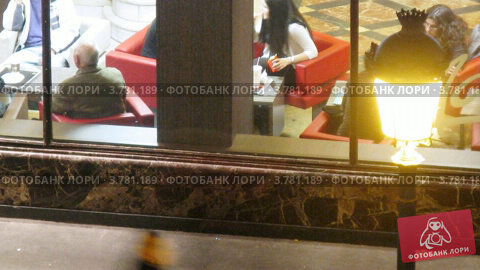 Купить «Девушки стоят у кафе вечером, Мадрид, таймлапс», видеоролик № 3781189, снято 20 апреля 2012 г. (c) Losevsky Pavel / Фотобанк Лори