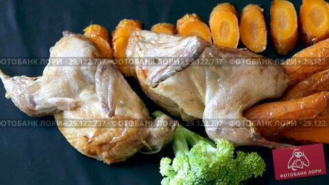 Купить «Dish of tasty quail of teriyaki with sweet carrots, fried on a grill, served with herbs», видеоролик № 29122737, снято 27 августа 2018 г. (c) Яков Филимонов / Фотобанк Лори