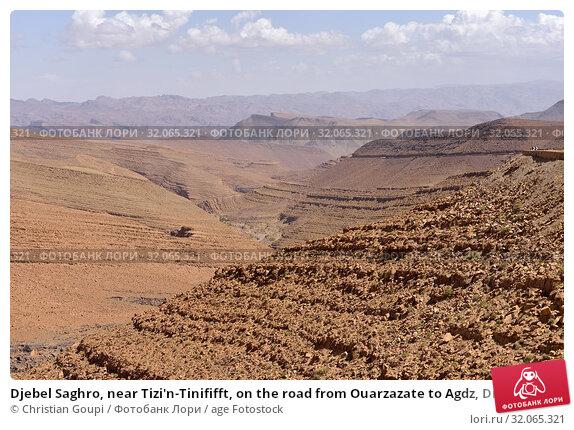 Djebel Saghro, near Tizi'n-Tinififft, on the road from Ouarzazate to Agdz, Draa-Tafilet region, Morocco, North West Africa. Стоковое фото, фотограф Christian Goupi / age Fotostock / Фотобанк Лори