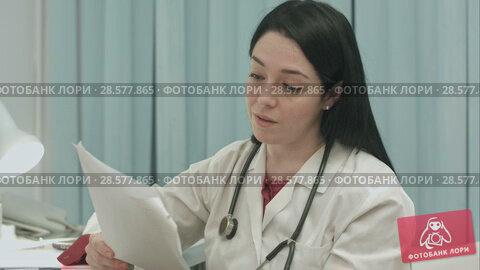 Купить «Doctor analyzing results an electrocardiogram», видеоролик № 28577865, снято 24 ноября 2015 г. (c) Vasily Alexandrovich Gronskiy / Фотобанк Лори