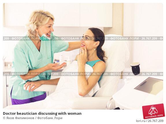 Купить «Doctor beautician discussing with woman», фото № 26767209, снято 28 июля 2017 г. (c) Яков Филимонов / Фотобанк Лори