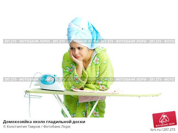 Домохозяйка около гладильной доски, фото № 297273, снято 28 июля 2007 г. (c) Константин Тавров / Фотобанк Лори
