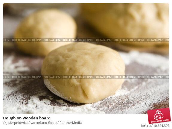 Dough on wooden board. Стоковое фото, фотограф j sierpniowka / PantherMedia / Фотобанк Лори