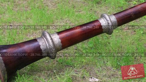 Купить «Древний тибетский духовой инструмент - длинная медная труба под названием дунчен», видеоролик № 28746249, снято 17 ноября 2018 г. (c) Евгений Ткачёв / Фотобанк Лори