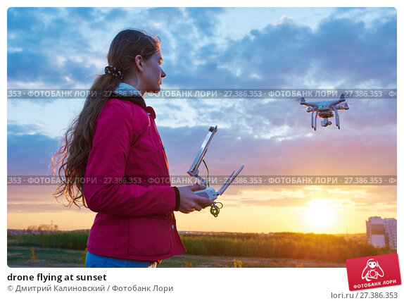 Купить «drone flying at sunset», фото № 27386353, снято 6 мая 2016 г. (c) Дмитрий Калиновский / Фотобанк Лори